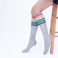 Для женщин студентов зимняя Радуга полосатый принт чулок За колено высокие носки экипажа