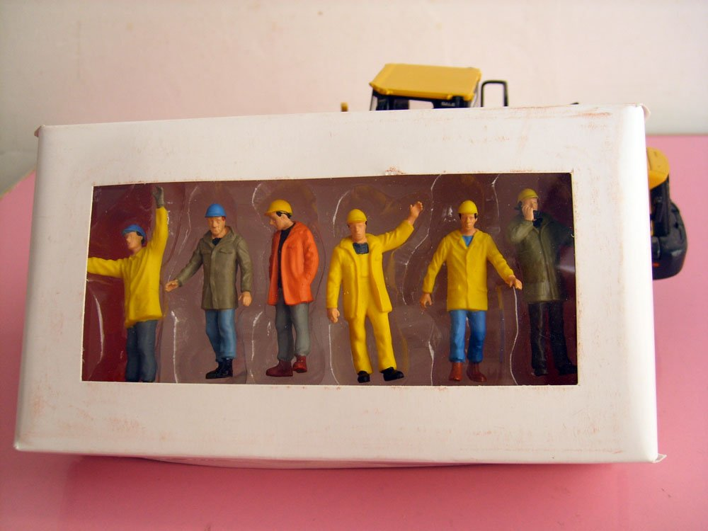 1:50 фигурки рабочих с крышкой