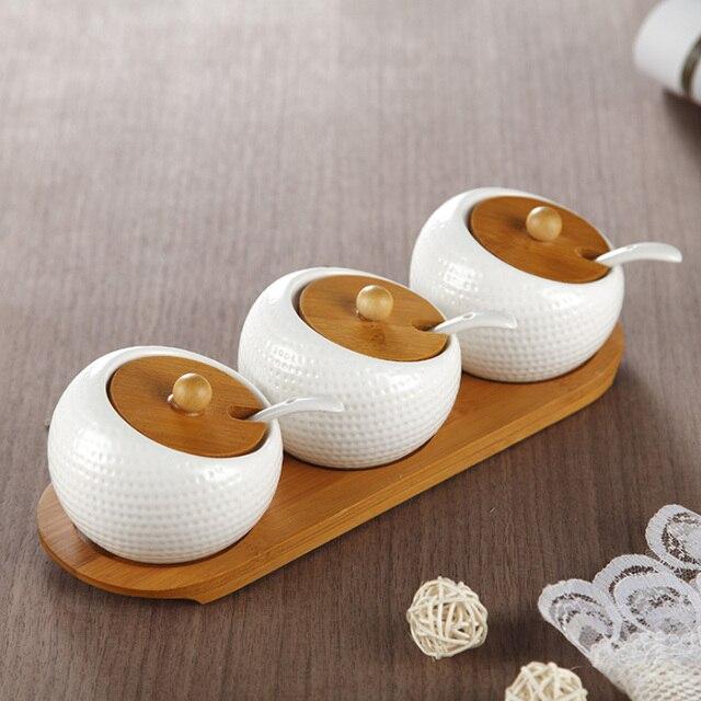 Spezie in Ceramica Bootles Vasi Condimento Scatole Condimento Contenitore Cucchiaio Coperchio Vassoio di Bambù Cucina Organizzazione Accessori Forniture AMAZGOODS Store
