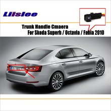 цена на Car Rear View Camera For Skoda Superb / Octavia / Fabia 2010 up / Reverse Camera / HD CCD RCA NTST PAL / License Plate Lamp OEM