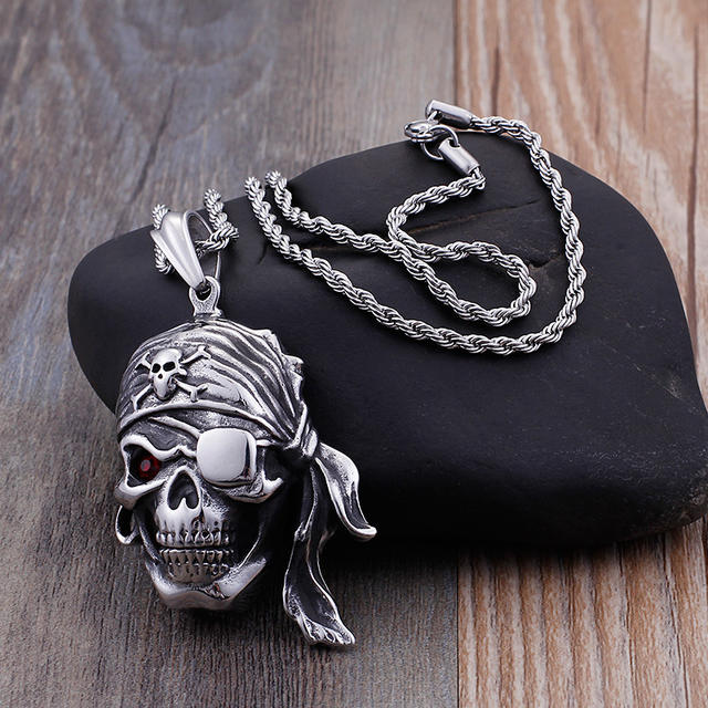 STAINLESS STEEL PIRATE SKULL NECKLACE