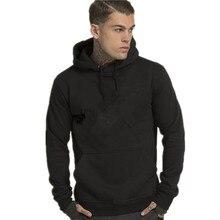 Die lange hülse der hoodie sieht aus wie eine modische hoodie 29 1