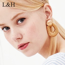 2018 Hollowed Big Hyperbole Pineapple Stud Earrings Personality Gold Silver Alloy Fruit Statement Jewelry For Women orecchini alloy hollowed butterfly earrings