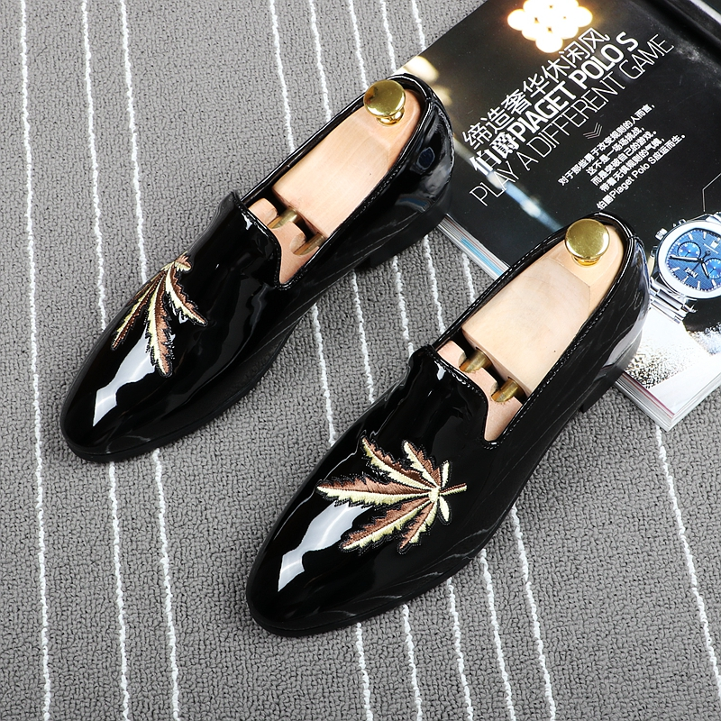 2017 Italy Black Patent Leather Men Dress Shoe Maple Leaf Embroidery Plus Size Men Loafer Prom FlatS Moccasins Zapatos Hombre