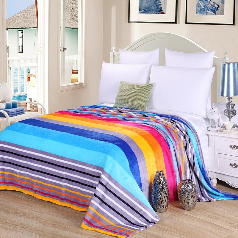 Couverture d'ouatine de corail d'approvisionnement en offre spéciale sur le lit maison adulte belle couverture de couleur chaude hiver canapé couverture de voyage portable