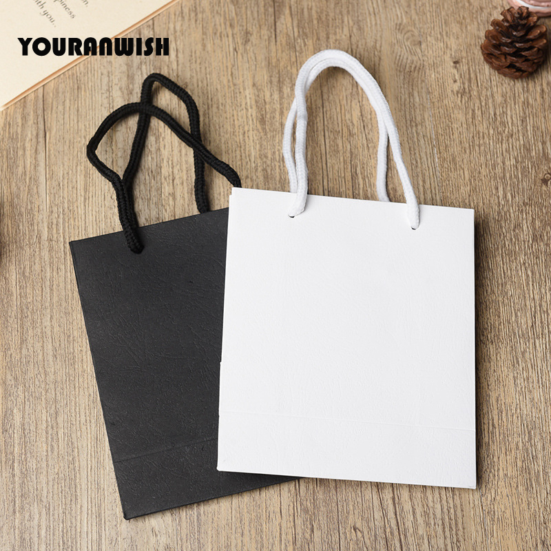 20pcs/lot White Black High Quality Simple Paper Gift Bag Kraft Paper Candy Box With Handle Wedding Birthday Party Gift Package B