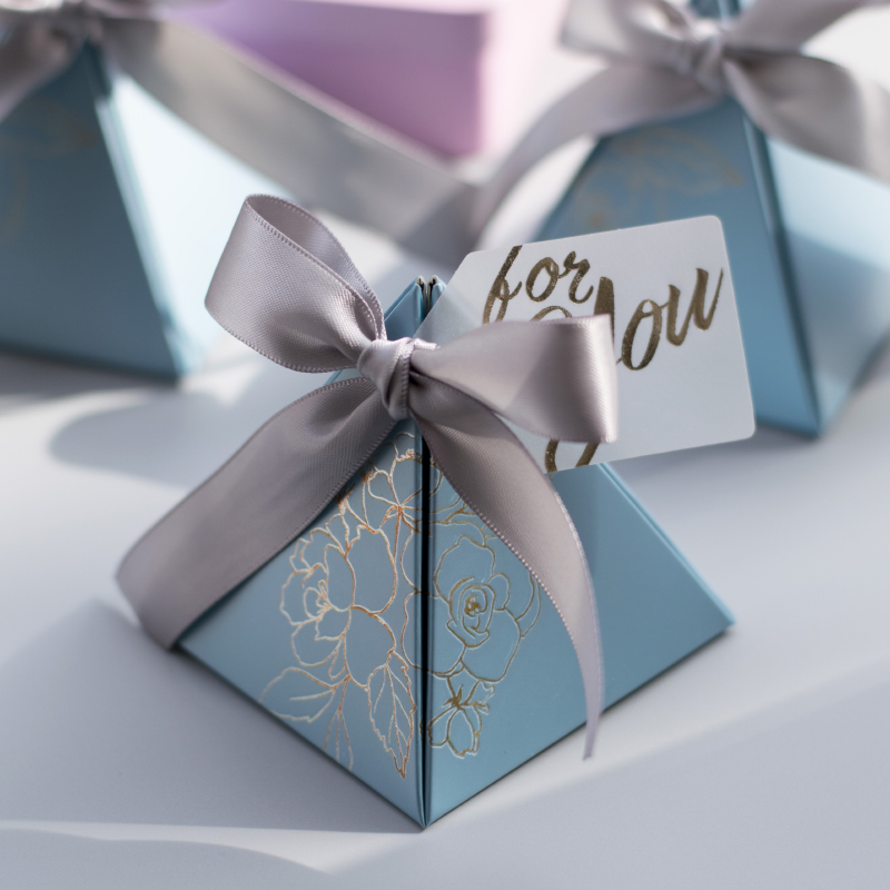 Triangular Pyramid Candy Box Wedding Favors And Gifts Boxes Candy Bags For Guests Wedding Decoration Baby Shower Party Supplies