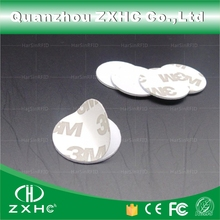 (1000 pcs) 25mm 125 Khz כרטיסי RFID מזהה 3 M מדבקה מטבע כרטיסי TK4100 שבב תואם EM4100 עבור בקרת גישה