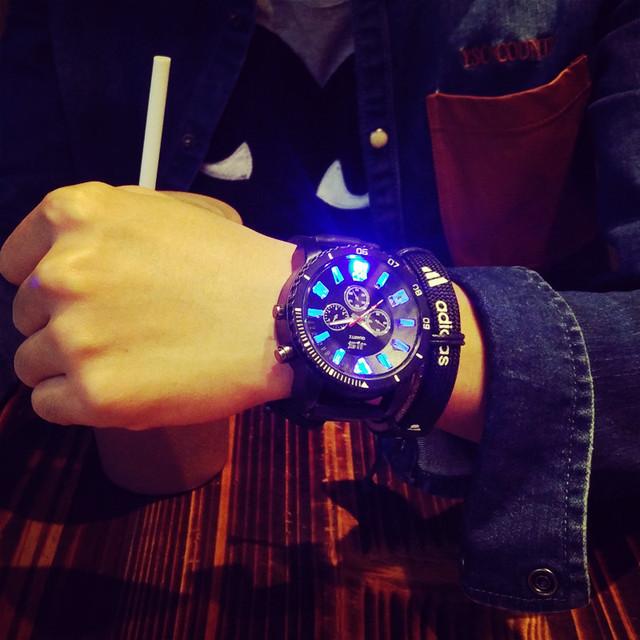 Multicolor Novo LED Relógio do Amante da Moda Estudantes Pulseira de Silicone Criativo Relógio Do Esporte Relógio Digital Para A Menina Menino Relógio de Pulso