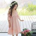 2017 новые девушки летнее платье дети Упал плеча рукав платья детей хлопка и конопли drses малыш кружевном платье, 3-14Y