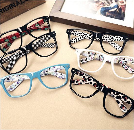 d83eed5f9 Treliça vermelho impressão Praça Óculos De armação homem mulheres  Camuflagem óculos linda Menina De Óculos frete grátis em Armações de óculos  de Acessórios ...