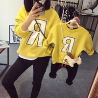 Primavera autunno corrispondenza famiglia abbigliamento madre e figlio figlia lettera casuale stampato t shirt giallo moda vestiti lunghi del manicotto