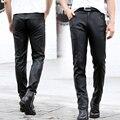 2016 hombres de la Manera Pantalones Flacos Aptos Los Hombres de Cuero de Imitación de Cuero Pantalones Lápiz pantalones con Cremallera Negro Más Tamaño KL1803