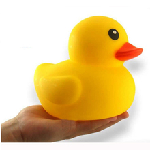 Cute Baby rattle Bath toy Squeeze animal Rubber toy duck BB Bathing water toy Race Squeaky Yellow Duck Classic Toys Reborn gift