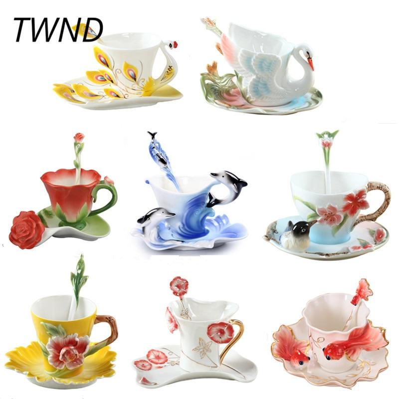 เคลือบแก้วกาแฟถ้วยชาและแก้วพร้อมช้อนจานรองชุดกระดูกจีนเครื่องหมายสร้างสรรค์ยุโรป drinkware เพื่อนของขวัญคนรัก