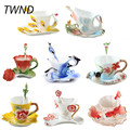 Tazas de café esmaltadas de Color tazas de té y tazas con juego de cucharas de platillo propelain Pavo Real Cisne delfines marca bebida creativa