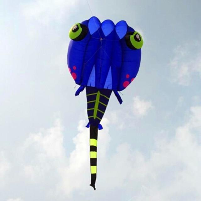 O envio gratuito de alta qualidade azul girino macio pipa nylon ripstop com linha de pipa roda brinquedos ao ar livre grande octopus kite surf pipa