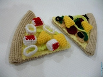 armigurumi crochet rattle toys pizza model number 15740