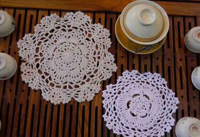 ลูกไม้ถักโครเชต์ตารางเสื่อ pad ผ้าเด็ก placemat ถ้วย coaster handmade doilies ผู้ถือแก้วห้องครัวบนโต๊ะอาหาร