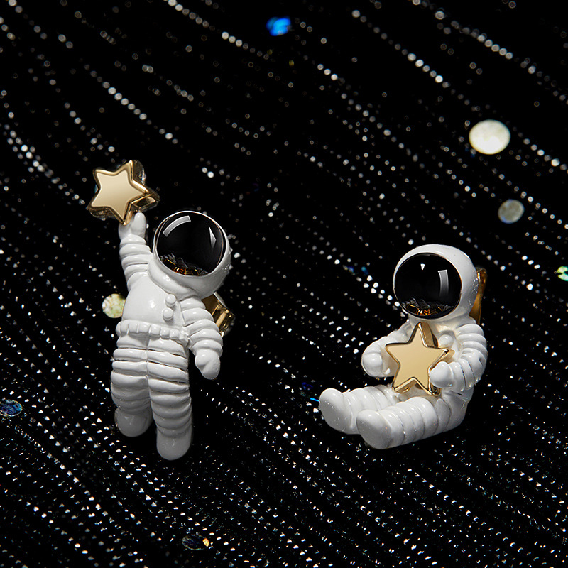 Dayoff Star Astronaut Cute Silver Gold Earrings Unique Special Famale Girls Asymmetry Small Stud Earrings Women Jewelry E615 gold earrings for women