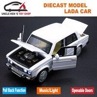 1/32 Escala Diecast Model, Carros Lada russa Réplica, Metal Brinquedo Como Presente Meninos Com Portas Que Se Abrem/Música/Função de Puxar Para Trás/Luz