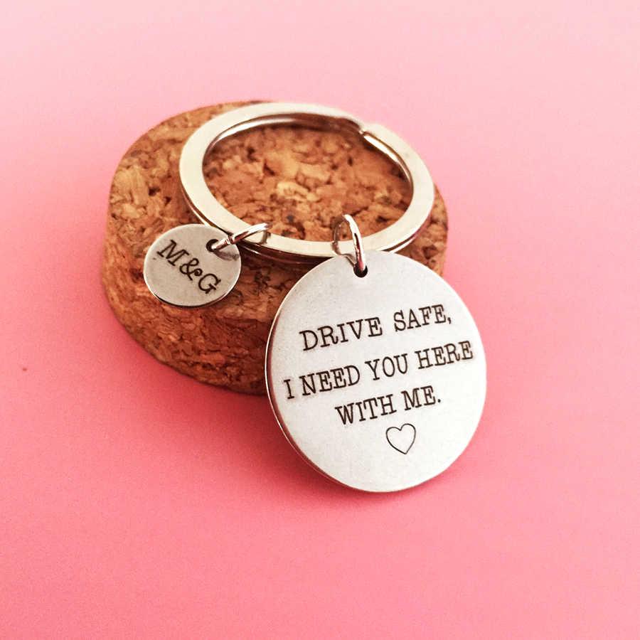 CUSTOM แกะสลักชื่อย่อตัวอักษรคู่ Keyring ของขวัญไดรฟ์ปลอดภัย I Need You ที่นี่ ME แฟนผู้หญิงพวงกุญแจ