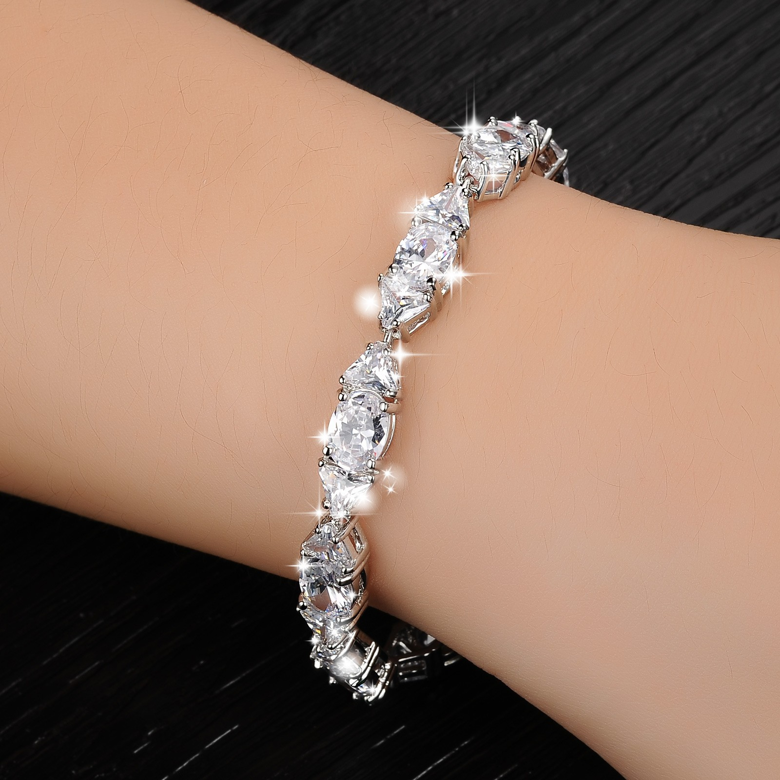 Hot Sale Lady's Exquisite Jewelry Popular Adorn Cute Sweet Girl Style Zircon Bracelets Office Style Bangles High Quality M8694
