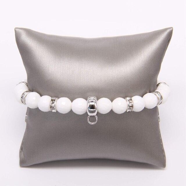 Белый браслет с бусинами thomas фирменным шармом переноской