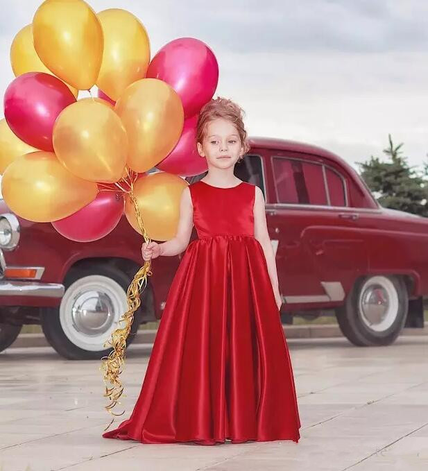 Lovely Flower Girls Dresses For Wedding Jewel Neck Hollow Back Satin First Communion Gown Custom Any size color adorable fuchsia kids flower girls dresses 2018 long sheer jewel neckline lace satin ball gown custom any size