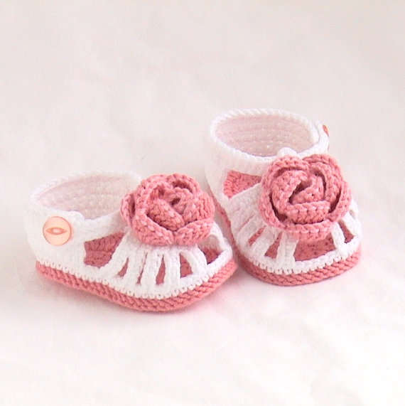 fcd4a84f79486 US $7.5 |Crochet baby shoes, baby sandals Crochet white sandals,Crochet  rose sandals,Crochet rose booties MADE TO ORDER size: 9cm,11cm-in Crib  Shoes ...