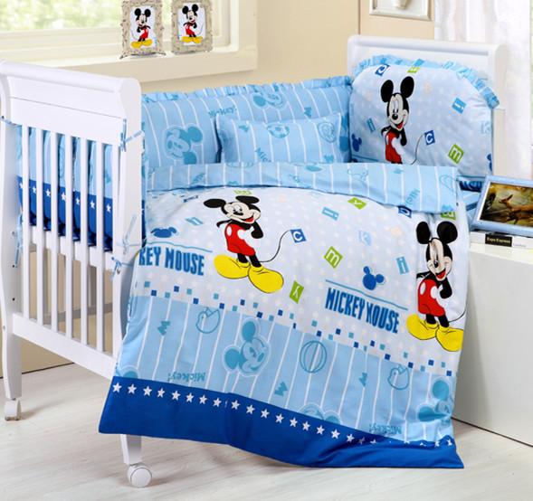 Promoção! 10 PCS Mickey Mouse berço cama conjunto, Berço cama set de lã grossa ( pára choques + colchão + travesseiro + edredon )