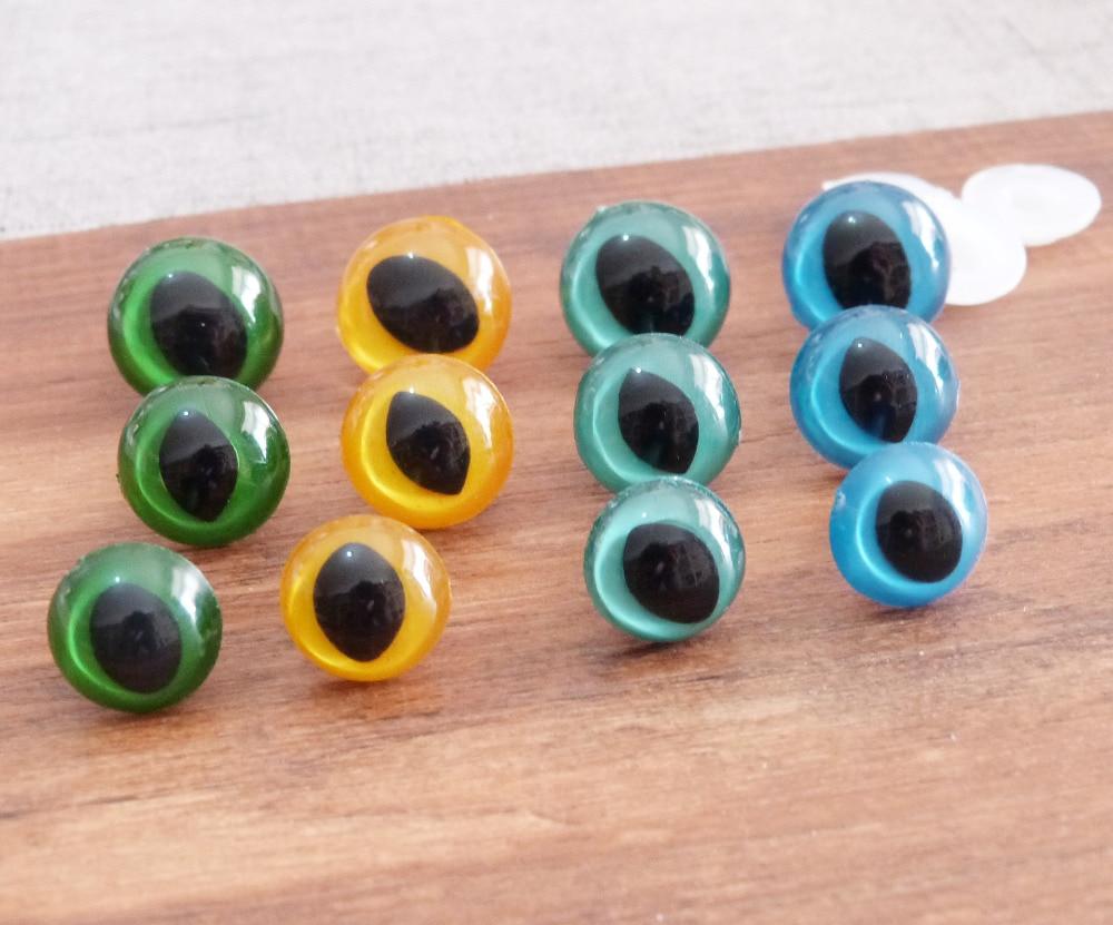 24mm plastic blue green eyes