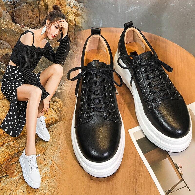 Туфли на плоской подошве с заклепками, женская обувь, белая кожаная женская обувь на рифленой подошве, весенне осенняя Новая повседневная о...