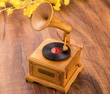 1PC High Grade Wood Simulation Phonograph Music Box for Holiday Wedding Gifts Furniture Decoration KN 010