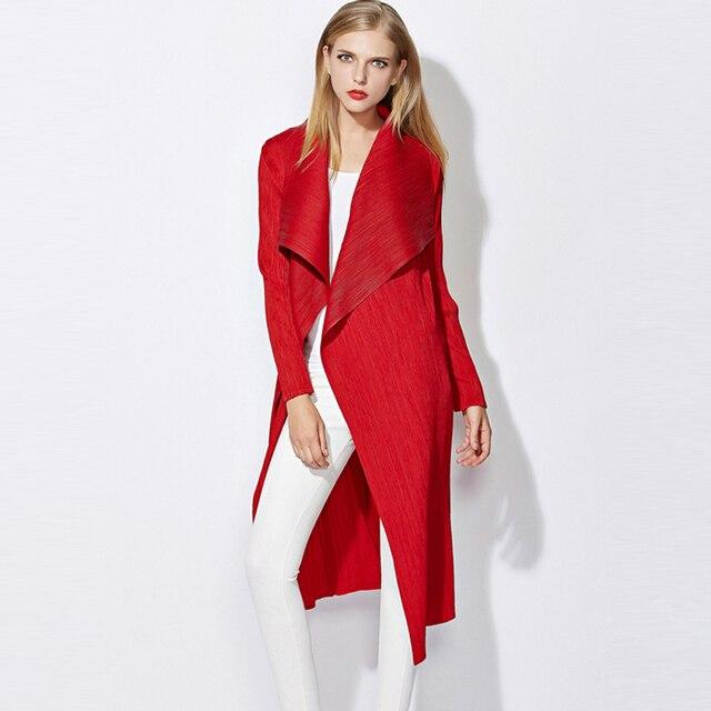 Высокого класса моды Miyake раз женщина ветровка Осень новое прибытие большой размер тонкий Тонкий диких длинными рукавами лацкан длинное пальто