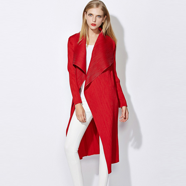 High-end fashion Miyake fold woman windbreaker Autumn new arrival large size thin Slim wild long-sleeved lapel Long coat