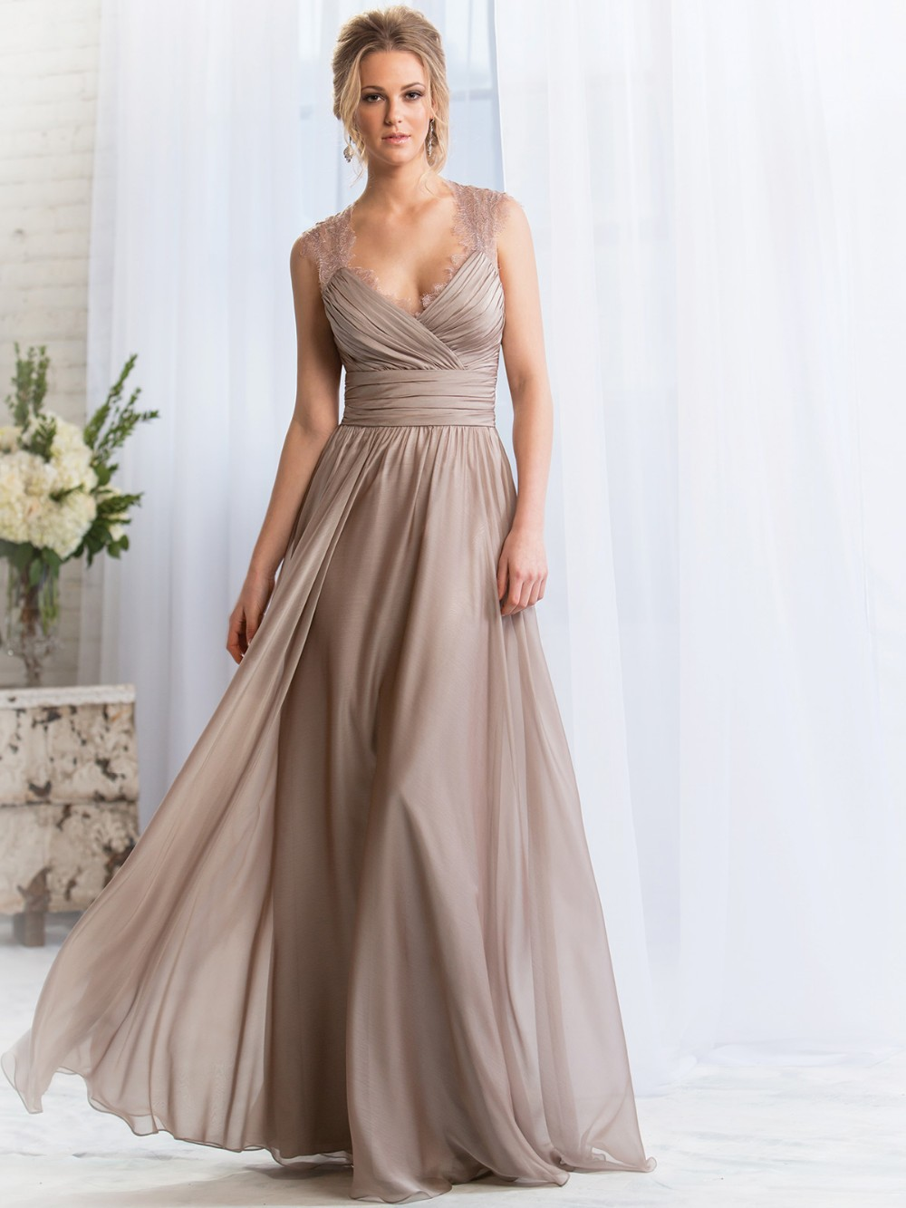 Elegant Long A-line Lace Chiffon Bridesmaid Dress
