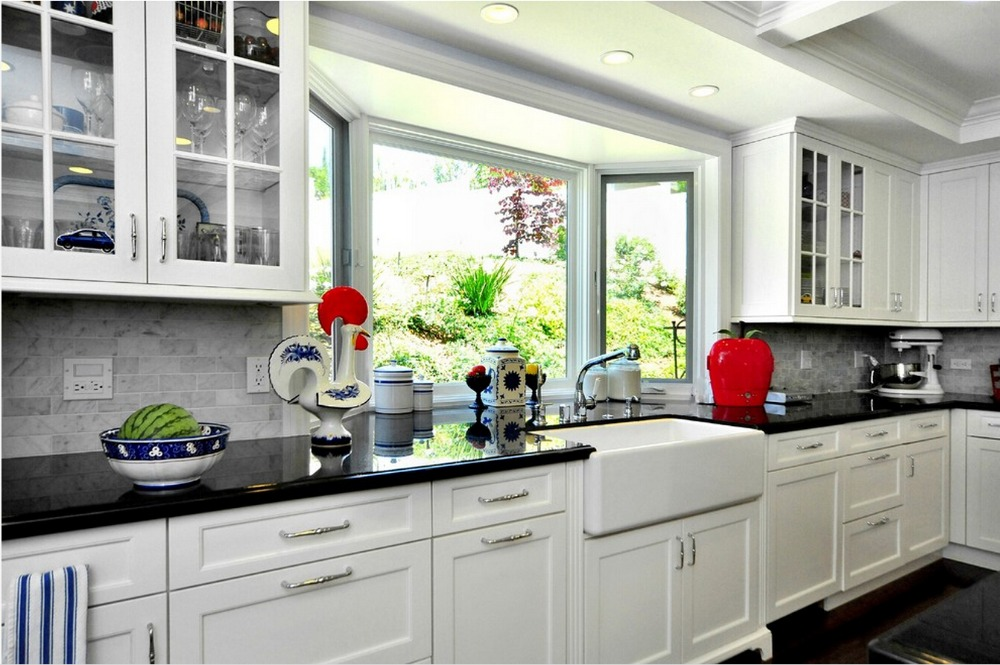 2017 Cheap Priced White Color Solid Wood Kitchen Cabinets