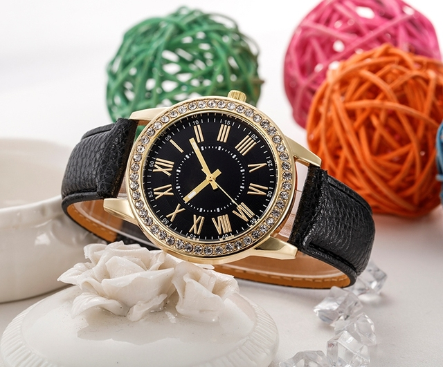 Fashion Girls Quartz Watch Women Roman Numerals Dial Wristwatch Women's Leather