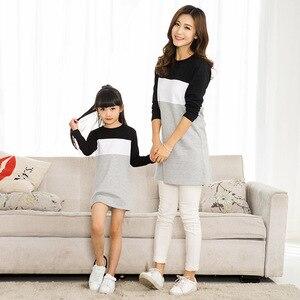 Image 5 - Family Look matka córka sukienka 2019 odzież rodzinna ojciec syn T Shirt bawełna patchwork w paski jednakowe stroje rodzinne