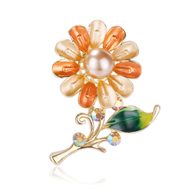 купить Fashion Woman Vintage Brooch Pins Crystal Jewelry Flower Brooch Wedding Party Bouquet Pin Coat Bag Accessories по цене 126.72 рублей
