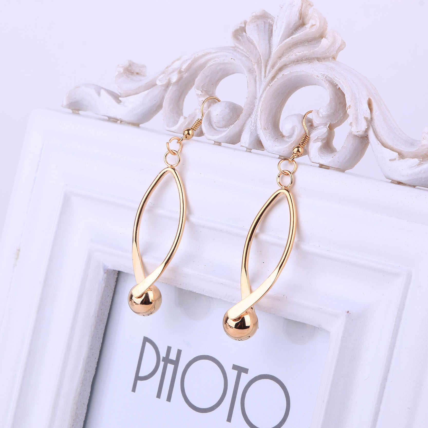Dubai Gold Farbe Schmuck Aushöhlen Shaped Halsband Halskette mit Ohrring Set für Frauen