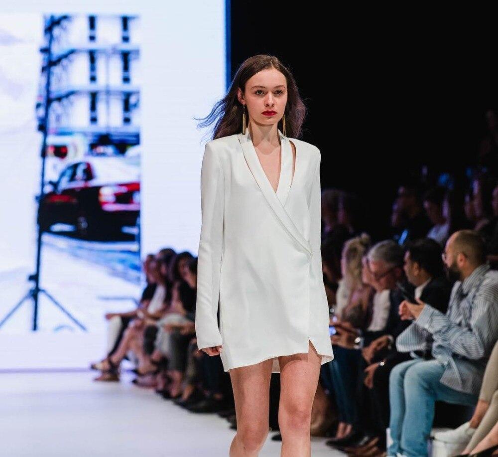 f1beb16a5179 Corpo Sfilata Cool Profondo A Button Calda Sexy Moda Club Bianco Famoso Delle  Di All'ingrosso Con Abiti ...