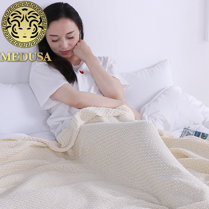Medusa 2018 new hearts knitted cotton travel throw blanket