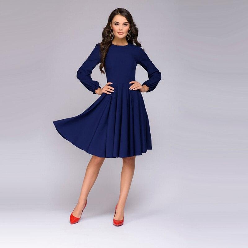 Вечернее платье по колено с рукавами фото