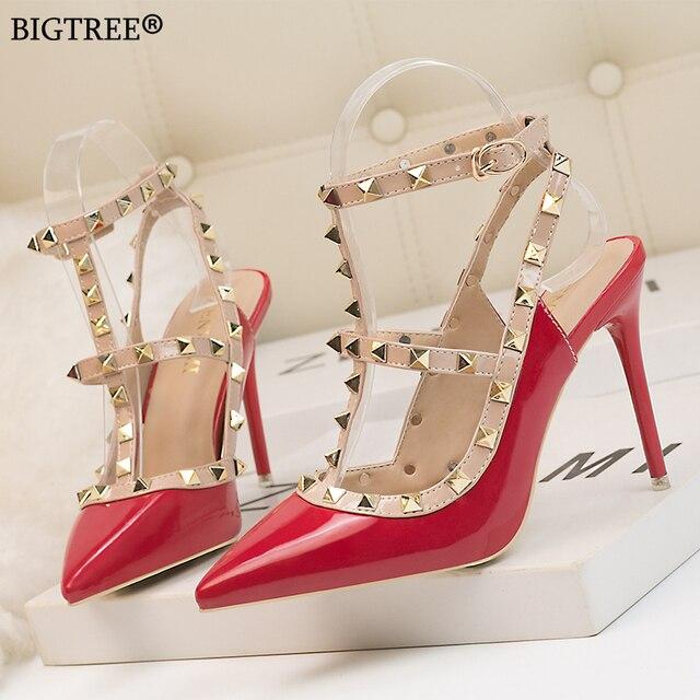 bc84a8a5 2019 verano Zapatos de las mujeres zapatos tacón alto remache tobillo  Correa Sexy bombas mujer sandalias punta tacones rojo zapato blanco