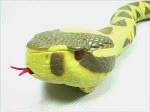 Image 4 - قطعة واحدة RC الحيوانات rattlesnake ، ثعبان التحكم عن بعد 75 سنتيمتر طويلة ، أطفال juguداعي للاهتمام حذاء رياضة ، بطارية ألعاب تتحرك