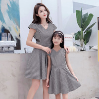Mommy and Me Dresses 2019 Summer Striped V Neck Mother Daughter Matching Clothes Sundress Fashion Cute Family Outfits Clothes