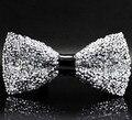 Envío gratis mejores ventas de 2017 nueva marca de alta calidad de cristal de los hombres lazo lazos corbata de lazo en el centro del arco de cuero 5 colores lxy490