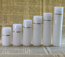 50ml 100ml boné Branco Garrafa De Plástico Sem Ar Garrafas de Bomba Airless Com linha Dourada Vácuo Recipientes Loção cosmética 10 pçs/lote
